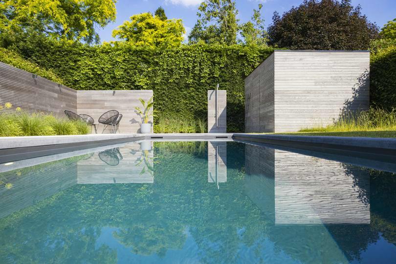 DcPools is gespecialiseerd in bouwkundige binnen- en buitenzwembaden in waterdicht (ter plaatse) geg