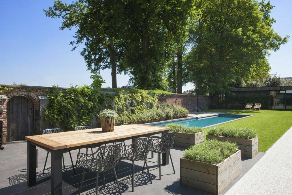 Een zwemkanaal of zwemstraat past in elke stijl van tuin. Het heeft de ideale vorm als je jouw small