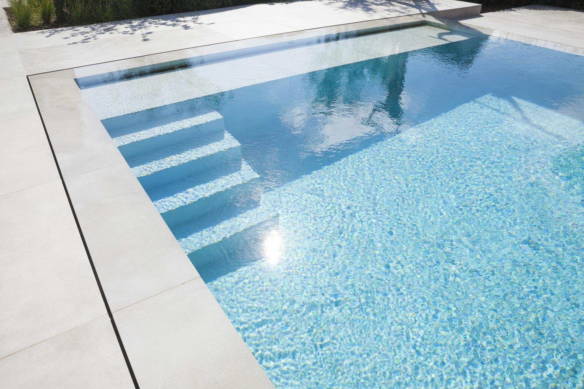 Overloop zwembad in Kluisbergen