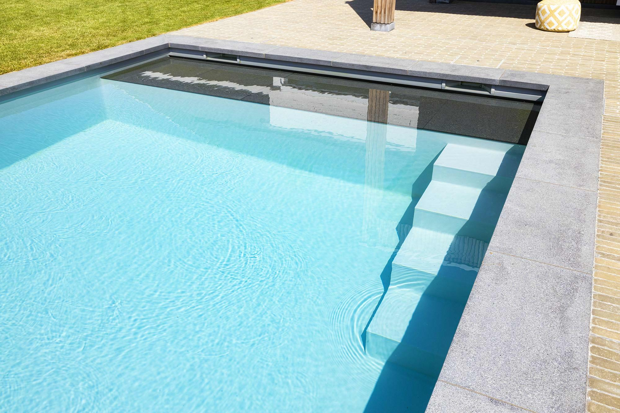 Betonnen zwembad in De Pinte