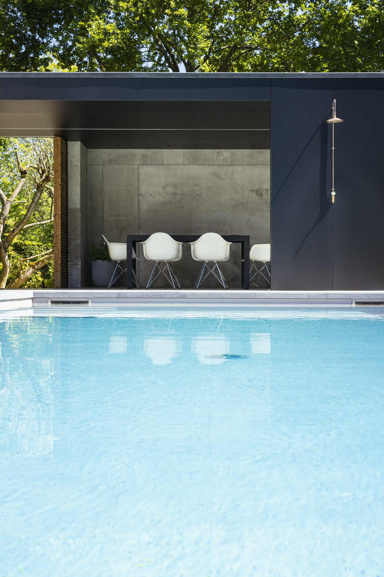 Betonnen zwembad in Sint-Denijs-Westrem