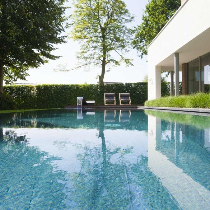Totaalconcept - zwembad / tuinAfmetingen: 11,5 x 4 x 1,5mBekleding: groot formaat tegels; zwar