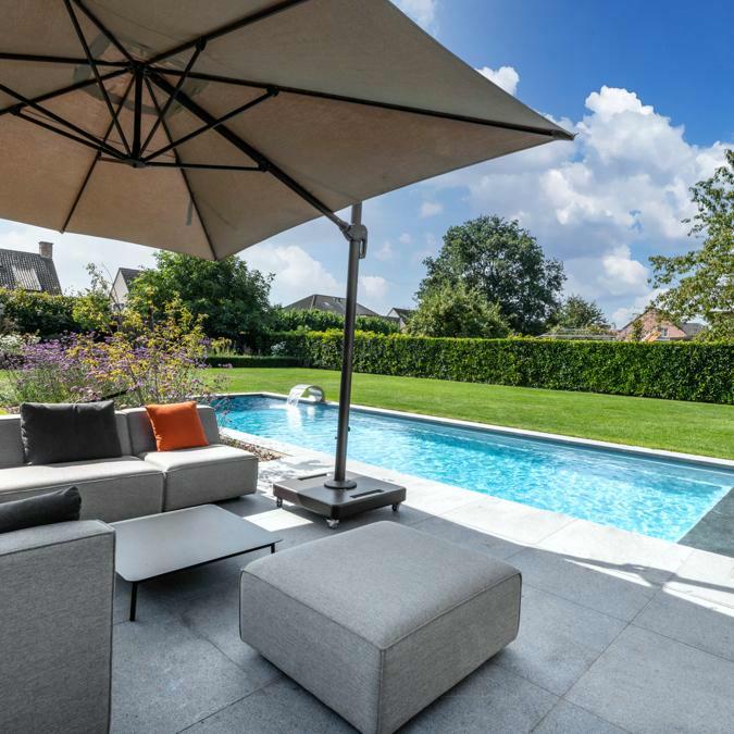 Totaalconcept - zwembad / poolhouse / tuinAfmetingen: 12x 4 x 1,5 mKleur: lichtgri