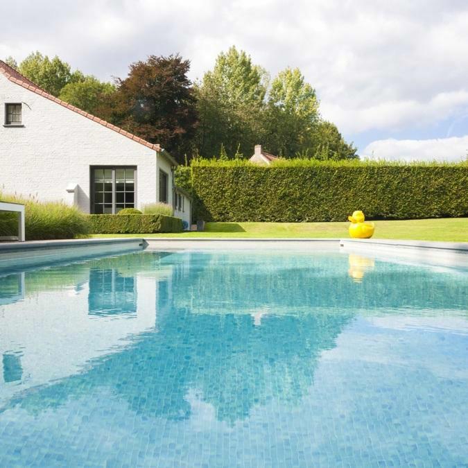 Totaalconcept - zwembad/ tuinAfmetingen: 10x 4 x 1,5 mBekleding: glasmoza&iu