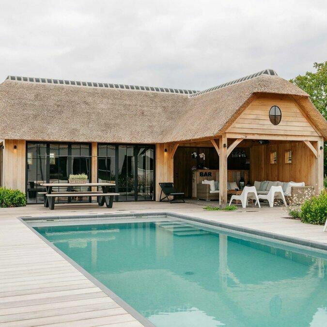 Totaalconcept - zwembad / poolhouseAfmetingen: 10x 4 x 1,5 mBekleding: glasm
