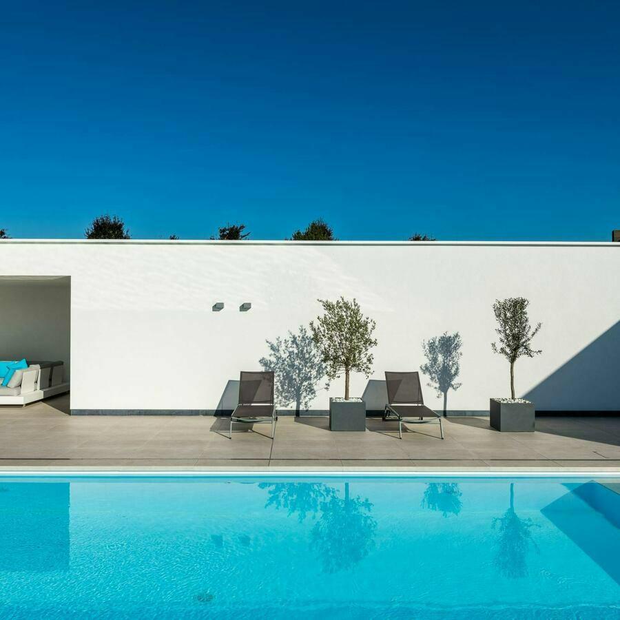 Betonnen zwembad in Deinze