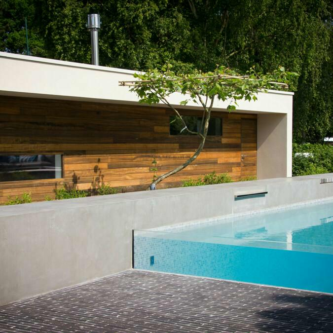 Totaalconcept - zwembad / poolhouse / tuinAfmetingen: 10x 4 x 1,5 mBekleding: lich