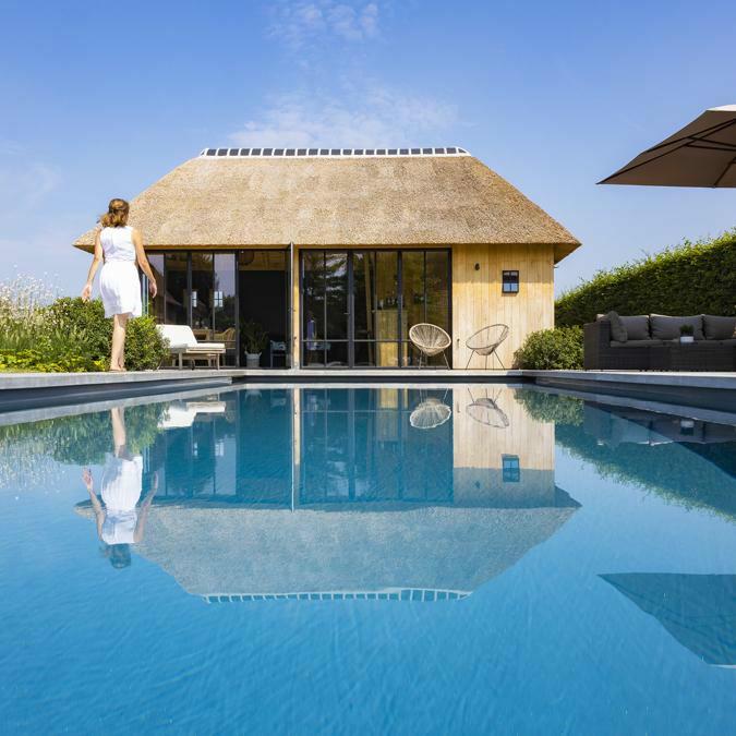 Totaalconcept - zwembad / poolhouse / tuinAfmetingen: 10x 4 x 1,5 mKleur: donkergrijs&nb