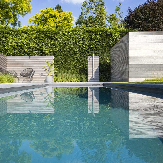 Totaalconcept - zwembad / tuinAfmetingen: 9 x 3 x 1,5 mBekleding: donkergrijze liner&